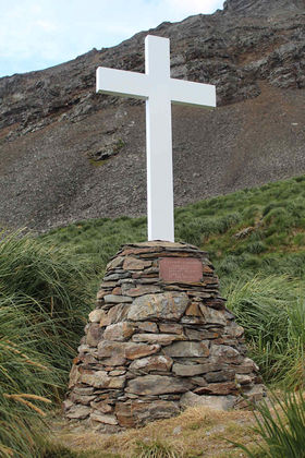 The beautifully restored cairn and replica memorial cross at Hope Point