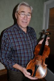 Mr Erling Malmberg with the violin