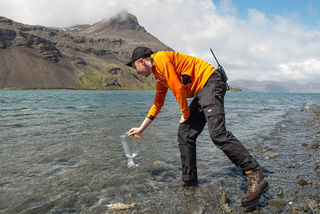 Collecting water to sample for microplastics
