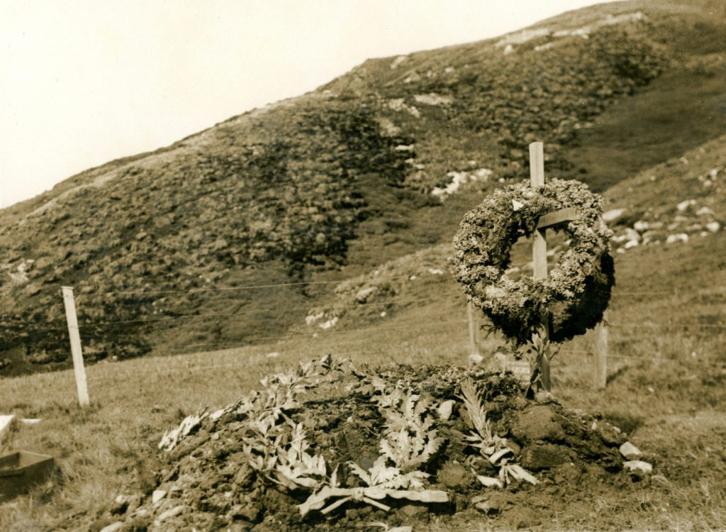 Shackleton's grave with bronze wreaths from Lady Shackleton and Quiller-Rowett Image courtesy of Rowett-Chojecki Family Collection