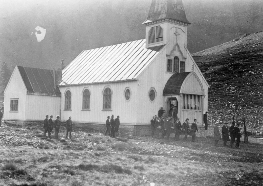 The coffin leaves Grytviken church Image courtesy of E.B. Binnie