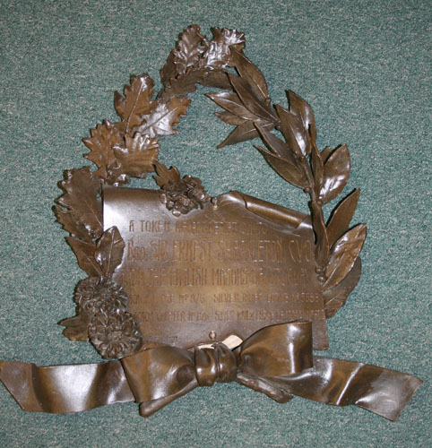 Metal funeral wreath inscribed 'A token of appreciation to Bro. Sir Ernest Shackleton C.V.O. from the English Masons of Uruguay'