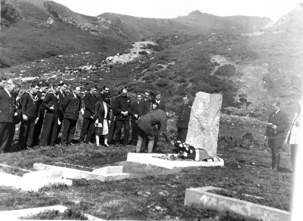 View of the headstone and wreath of roses Image courtesy of Rowett-Chojecki Family Collection